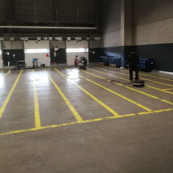 FLOORTEC | Demarkierungsarbeiten vorher Beton Estrich Spachtelmasse
