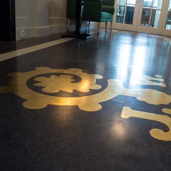 FLOORTEC | Terrazzo Gold-Emblem