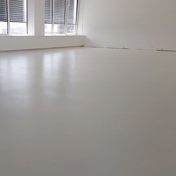 FLOORTEC | Weiße Epoxidharzbeschichtung Penthouse München