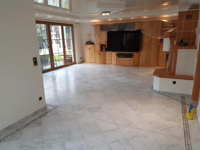 FLOORTEC   Anwendungsfall Natursteinsanierung Natursteinboden Carrara Marmor Planschliff